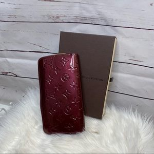 Auth Louis Vuitton Vernis Amarante Zippy Wallet